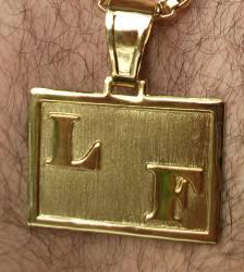 Pingente Placa 2 Letras Folheado a Ouro 18k