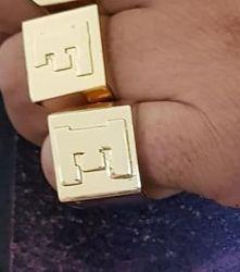 Anel Grande Quadrado Letra Banhado a ouro 18k